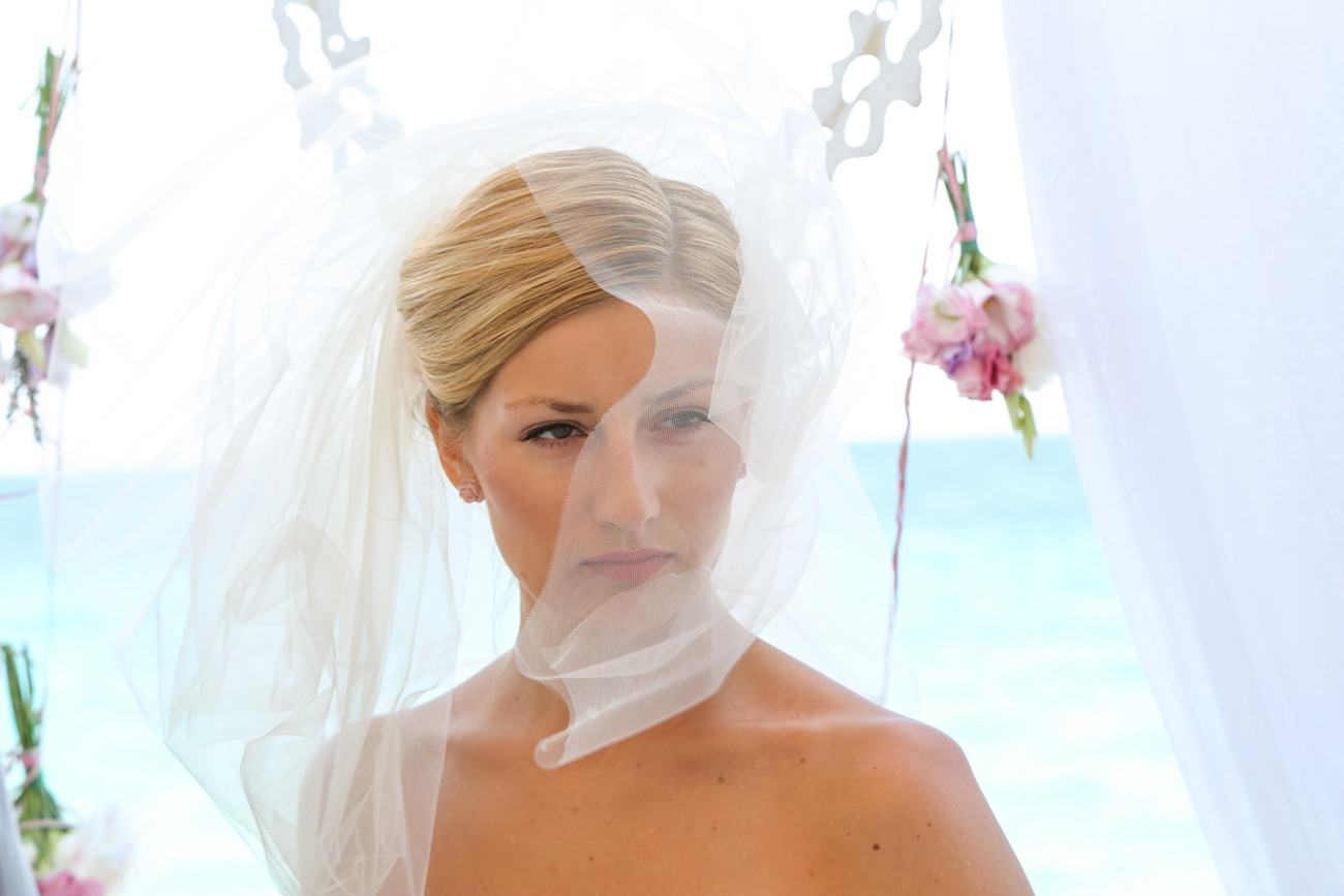 bride-with-veil-wedding-ceremony