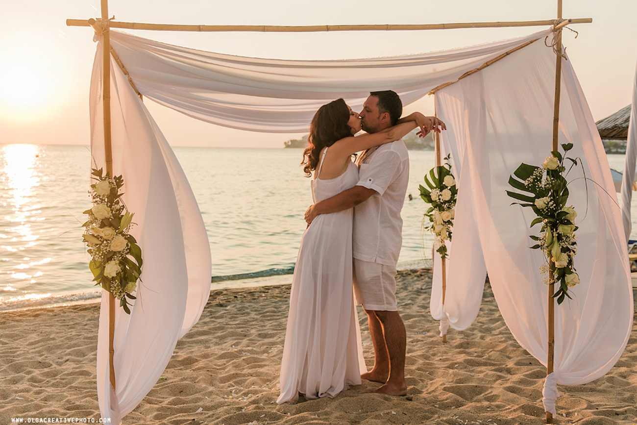 weedding-vows-ceremony-on-the-beach