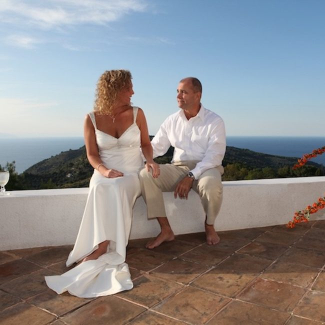 newlywed-couple-elopement-skopelos