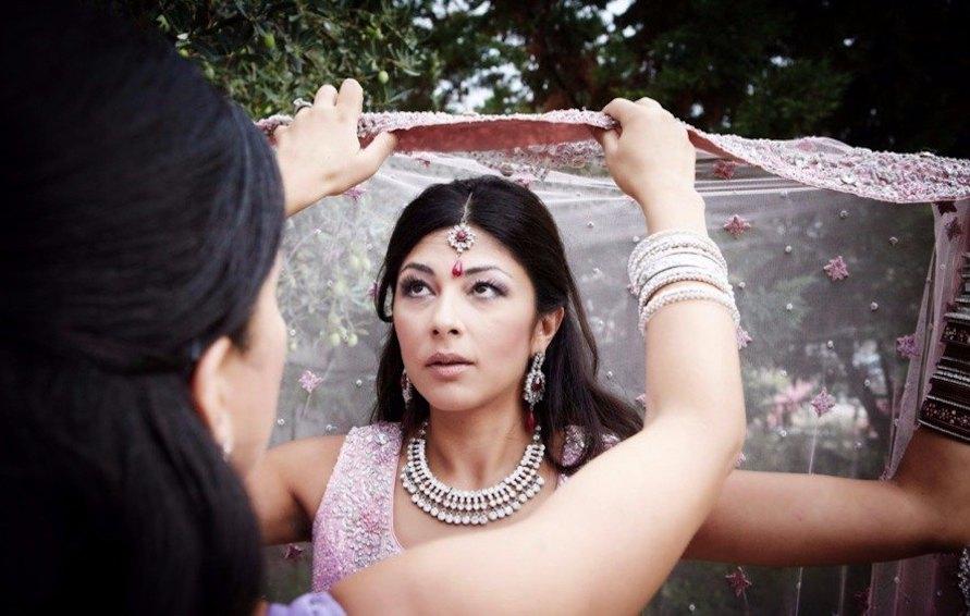 indian-hindu-wedding-bride's-preparation