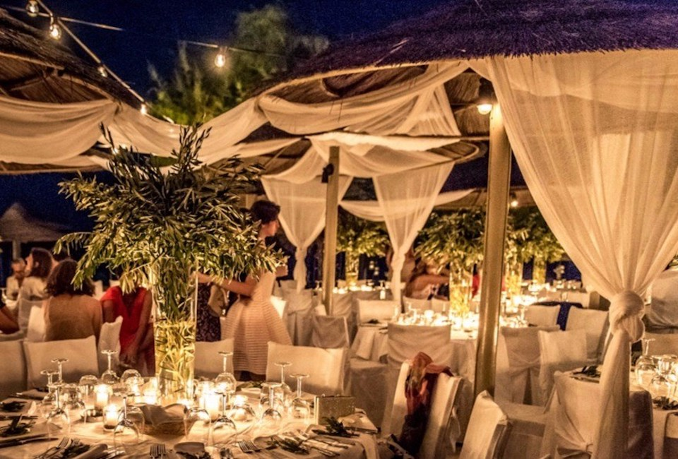 olive-branches-reception-table-decor